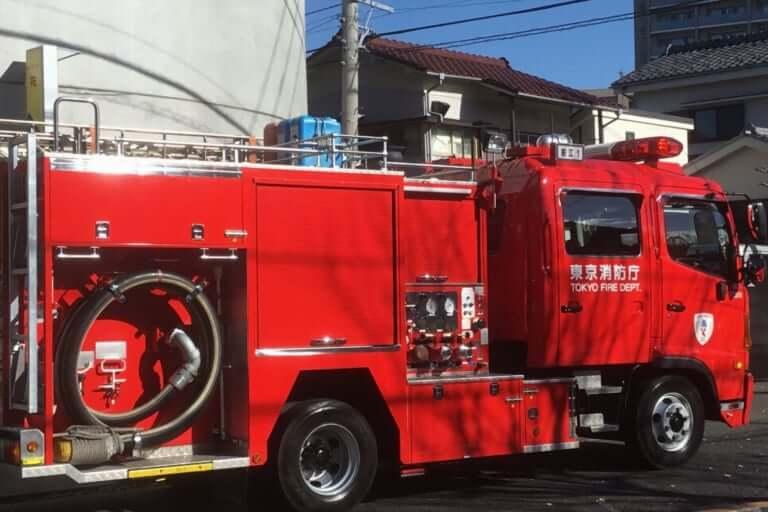 【鎌倉市】大きな黒煙と火が上がる、6日夕方、由比ヶ浜付近で火災が発生していた模様です