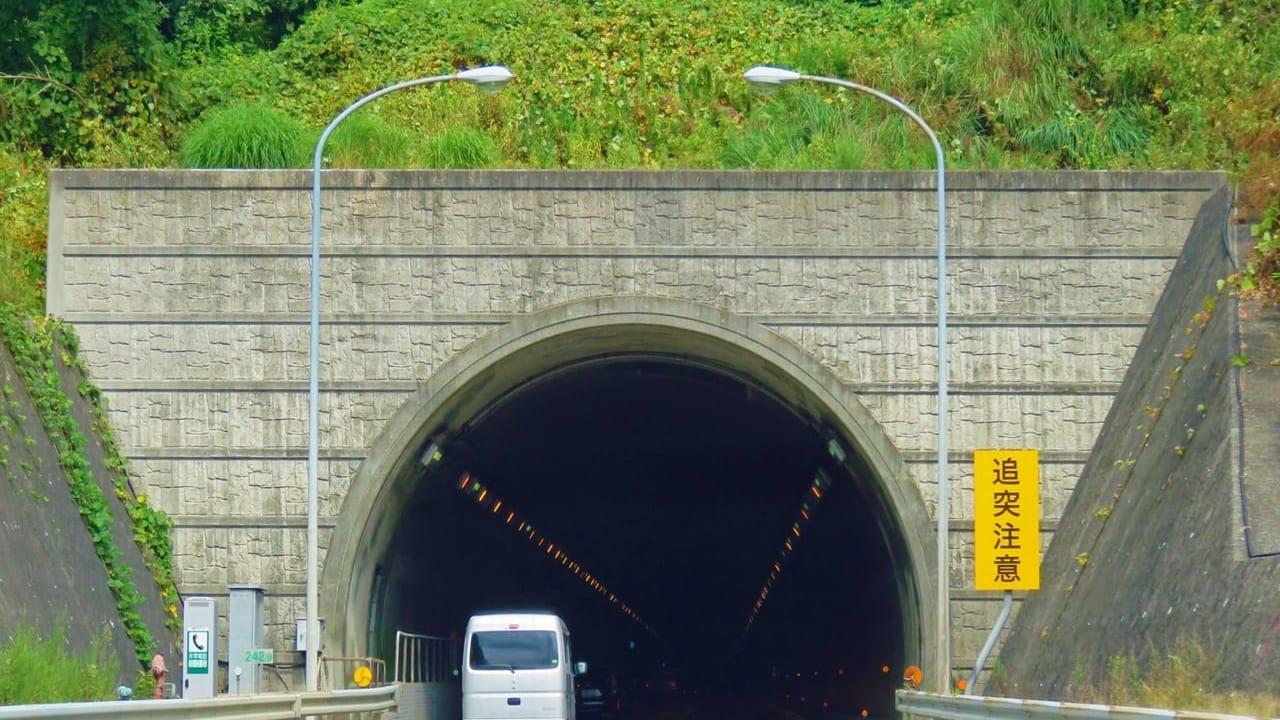 小坪トンネル土砂崩れ